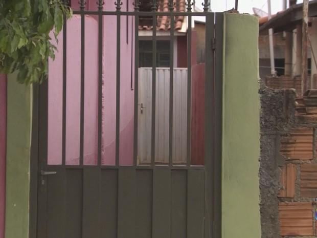 Corpo de adolescente grávida foi encontrado em tambor dentro da casa da suspeita (Foto: Reprodução/EPTV)