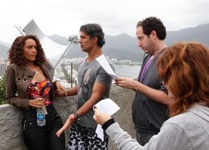Taís Araújo e Marcos Pasquim gravam cenas (Foto: Cheias de Charme/TV Globo)