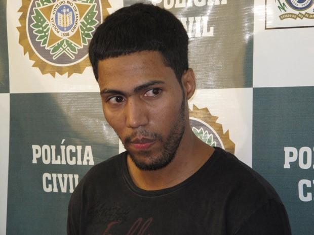 Régis Eduardo Batista, o RG, pode ajudar a polícia a esclarecer o ataque à UPP de Nova Brasília (Foto: Alba Valéria Mendonça/G1)