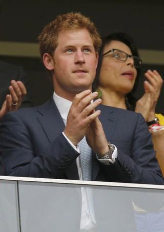 Principe Harry vendo jogo no Brasil (Foto: Agência Reuters)