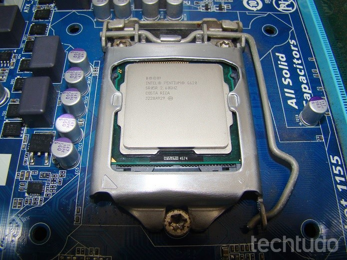Processador sem pasta térmica (Foto: Felipe Alencar/TechTudo)