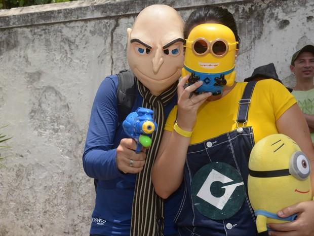 Personagens do filme 'Meu Malvado Favorito' desfilam nas ladeiras de Olinda. (Foto: Diego Moraes / G1)