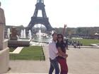 Gracyanne Barbosa e Belo trocam beijos em frente à Torre Eiffel