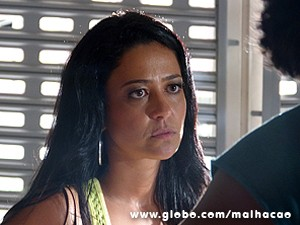 Gislaine consegue deixar Cadelão na dúvida (Foto: Malhação / TV Globo)