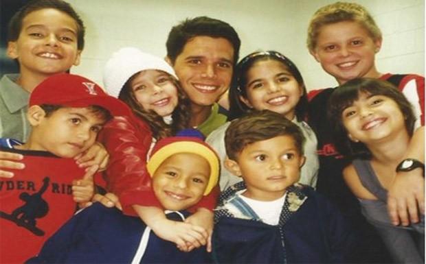 Marcio Garcia e o elenco infantil (Foto: CEDOC/ TV Globo)