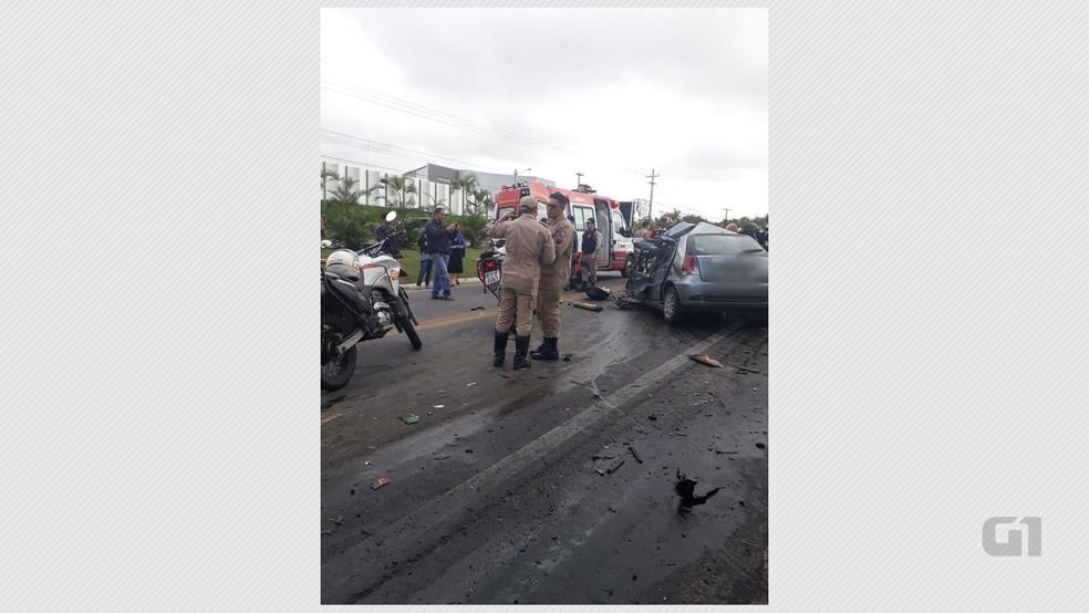 Carro ficou completamente destruído após colisão com ônibus na BR 104, na Paraíba (Foto: Francisco Souza/Arquivo Pessoal)