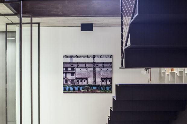 Viver contemporâneo em prédio histórico (Foto: Amit Geron / Divulgação)