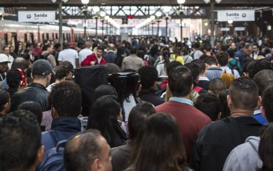 Estação República do metrô de São Paulo lotada na hora de pico. A capital paulista é a cidade com mais populosa do país (Foto: Miguel Tovar/LatinContent/Getty Images)