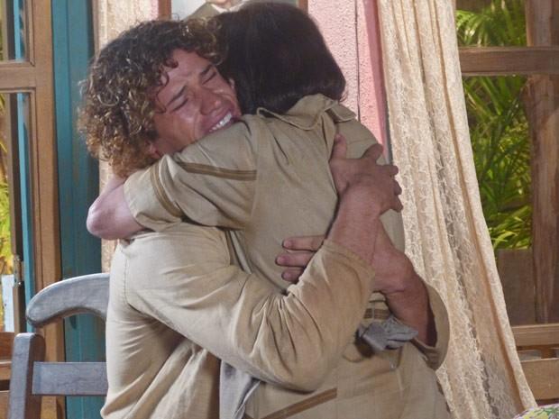 Candinho se emociona ao rever a avó (Foto: Flor do Caribe / TV Globo)