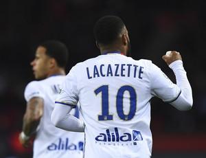 Lacazette; PSG x Lyon (Foto: AFP)