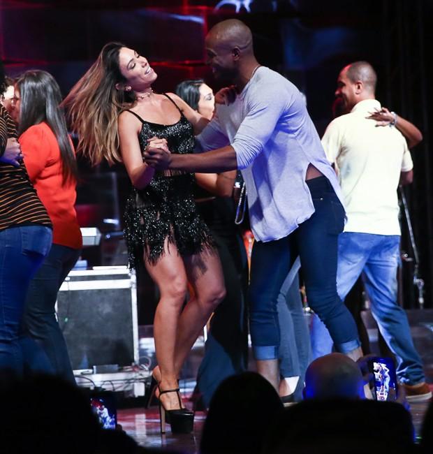 Patricia Abravanel dança com bailarino no palco do Baile do Abrava (Foto: Manuela Scarpa/Brazil News)