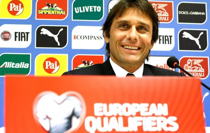 Antonio Conte coletiva Itália (Foto: Agência AP )