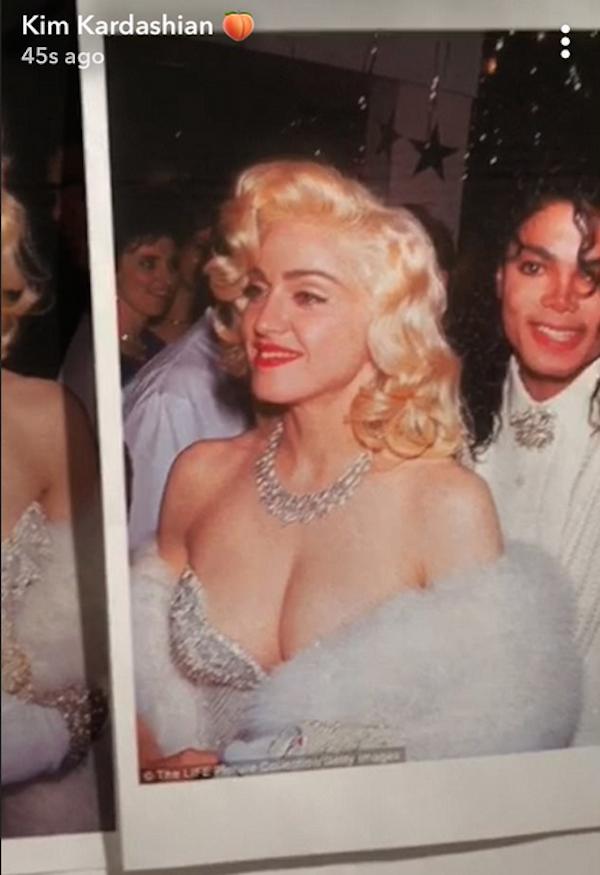A foto de Michael Jackson e Madonna que inspirou as fantasias de Kim Kardashian e Kourtney Kardashian (Foto: Snapchat)