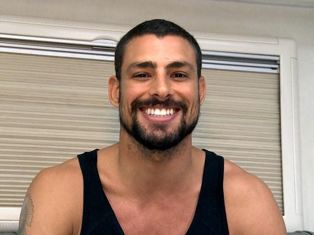 Cauã: sorrisão e bom humor no último dia de gravação da série (Foto: TV Globo / Divulgação)