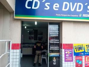 Quatro pessoas foram encaminhadas para a delegacia da cidade (Foto: Divulgação/Polícia Rodoviária Federal)