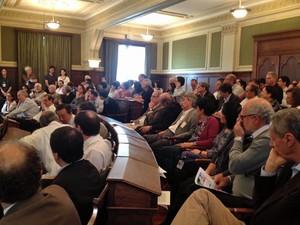 Reunião na faculdade de medicina da USP nesta sexta (Foto: Ana Carolina Moreno/ G1)