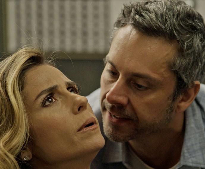 O ex-vereador fica enfurecido com a loira (Foto: TV Globo)