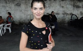 Alinne Moraes e Thiago Fragoso gravam cenas finais de Lili e Márcio na Lapa, no Rio