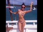 Paula Fernandes exibe corpo sarado durante passeio de barco
