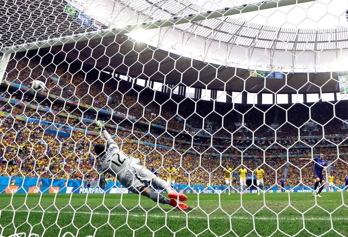 Julio Cesar gol jogo Brasil x Holanda (Foto: Ap)