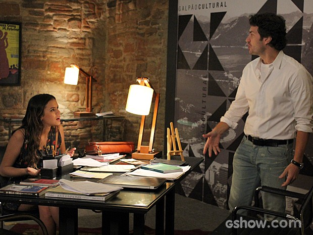 No escritório de Laerte, o casal tem mais uma discussão  (Foto: Em Família / TV Globo)