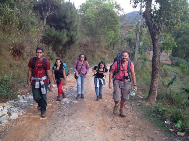 O brasileiro e amigos em Nepal (Foto: Reprodução/Rede social)