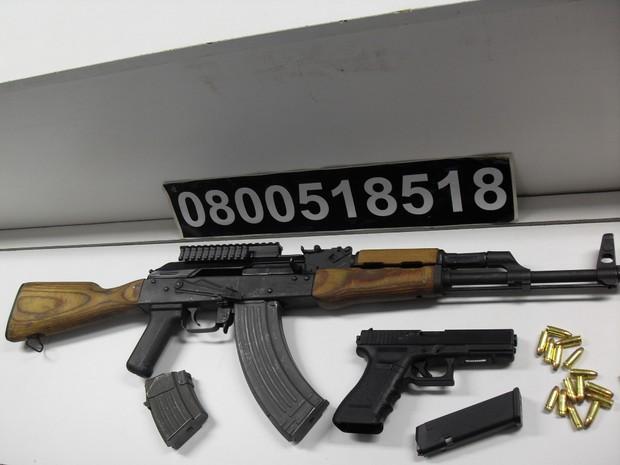 Armamentos fabricados na Europa foram apreendidos no bairro Tristeza, na capital gaúcha (Foto: Divulgação/Polícia Civil)