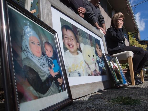 Fatima Kurdi, tia do menino afogada, falou sobre a tragédia em Coquitlam, no Canadá (Foto: Darryl Dyck/The Canadian Press via AP)