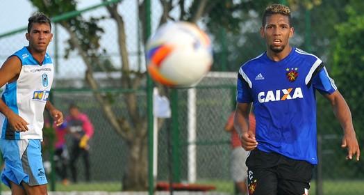 no meio (Aldo Carneiro / Pernambuco Press)