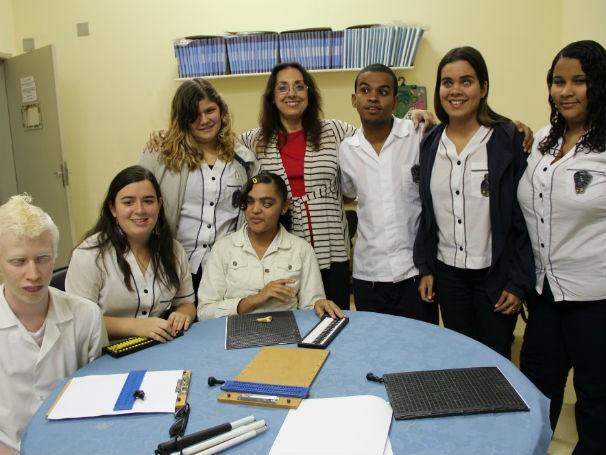 Ana Maria Miranda Peixoto - Alunos cegos  (Foto: Divulgação/Alessandra de Paula)