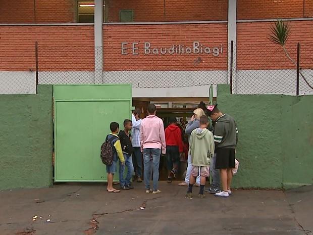 Escola Estadual Professor Baudilio Biagi, no bairro Adelino Simioni (Foto: Reprodução/EPTV)