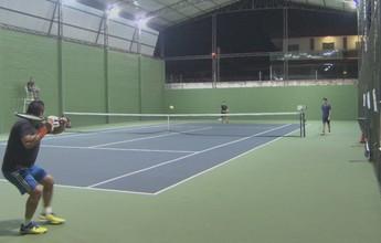 No AP, tenista de 50 anos desbanca jovem de 27 em circuito