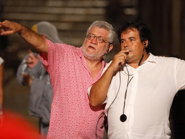 Olhando na mesma direção, Walter Carvalho e Daniel José em ação no set (Foto: Lado a Lado/TV Globo)