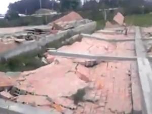 Vento derrubou construção em São José do Norte, RS (Foto: Reprodução/RBS TV)