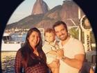 Priscila Pires comemora aniversário do marido com blusa transparente