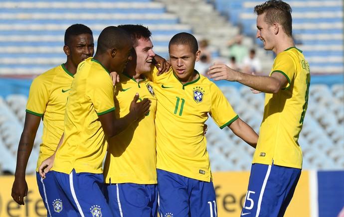 Nathan comemora gol do Brasil contra o Peru (Foto: Agência AFP )