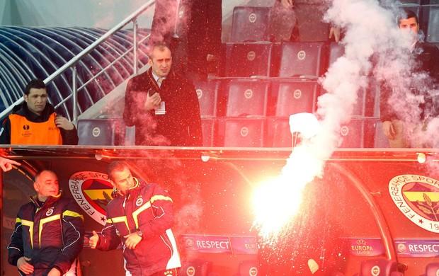sinalizador  Borisov x Fenerbahce (Foto: Reuters)