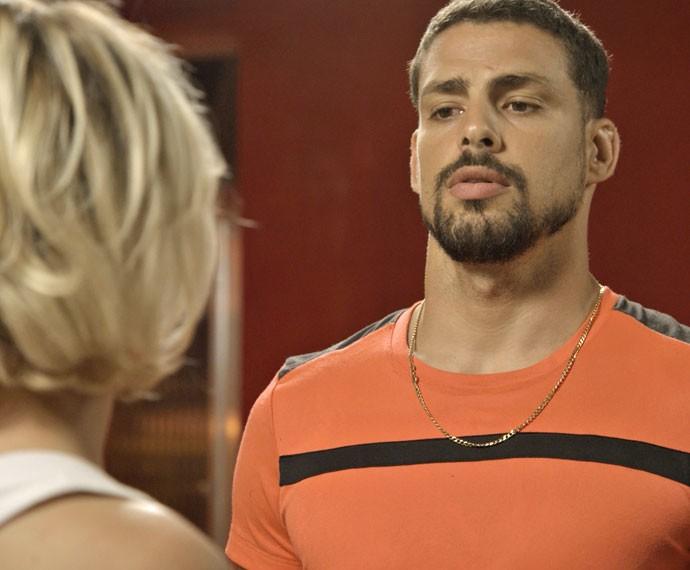 Juliano fica receoso com segundas intenções de Belisa (Foto: TV Globo)