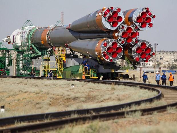 Nave Soyuz TMA-13M é transportada para o local de lançamento, no cosmódromo de Baikonur, no Cazaquistão (Foto: Reuters/Shamil Zhumatov)