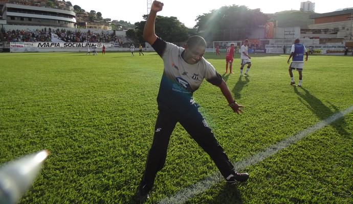 Evaristo comemorando um dos gols do Social  (Foto: Wilkson Tarres/Globoesporte.com)