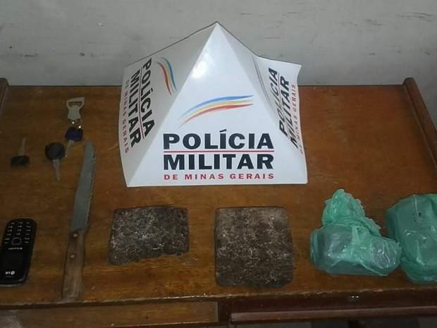 Droga estava enterrada no quintal de uma casa na Vila Atlântida (Foto: Divulgação/PM)