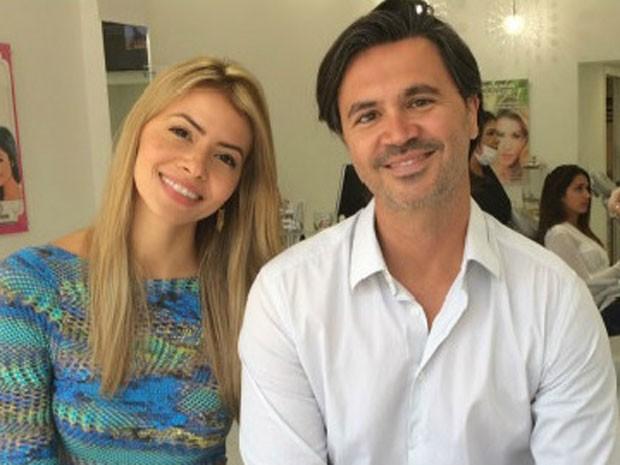 Em Miami há pouco mais de um ano, a ex-modelo Karmel Portoleti e seu marido, Renato Mendonça, dizem já se sentir em casa. (Foto: BBC)