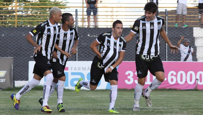 Treze x Santa Cruz-PB, no Presidente Vargas (Foto: Leonardo Silva / Jornal da Paraíba)