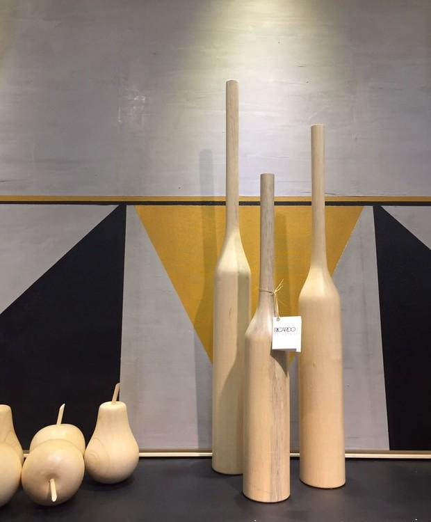 Vasos e esculturas de caixeta de Ricardo Oliveira. (Foto: Casa e Jardim)