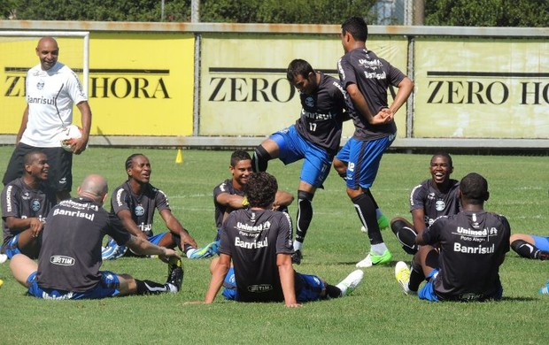 grêmio treino brincadeiras (Foto: Lucas Rizzatti/Globoesporte.com)