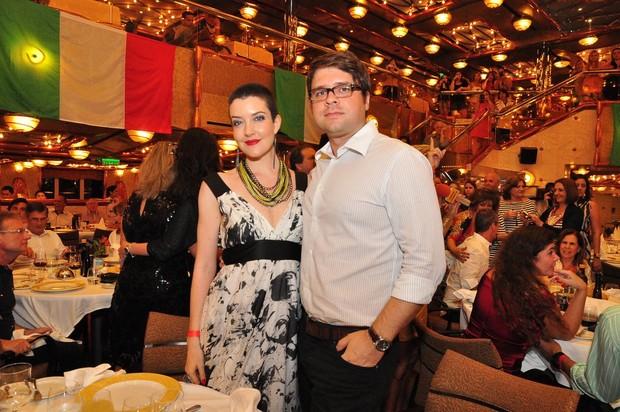 Larissa Maciel com o marido, André Surkamp, no cruzeiro de Roberto Carlos (Foto: Roberto Teixeira/ EGO)