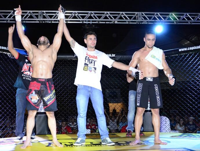 Elvis Silva venceu Jonas Coelho por decisão unânime (Foto: Roberto Acruche)