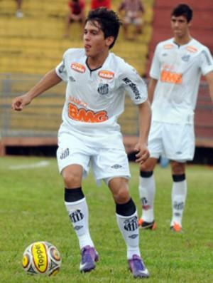 Lucas Otávio assina com o Peixe (Foto: Divulgação / Santos FC)