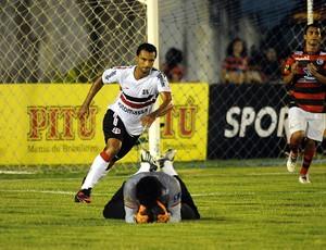 campinense x santa cruz vágner (Foto: Aldo Carneiro / Pernambuco Press)