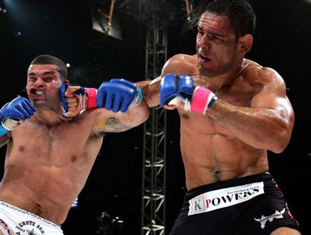 Exposição 20 Anos de Luta - do vale-tudo ao MMA - Mauricio Shogun e Minotouro (Foto: Marcelo Alonso)